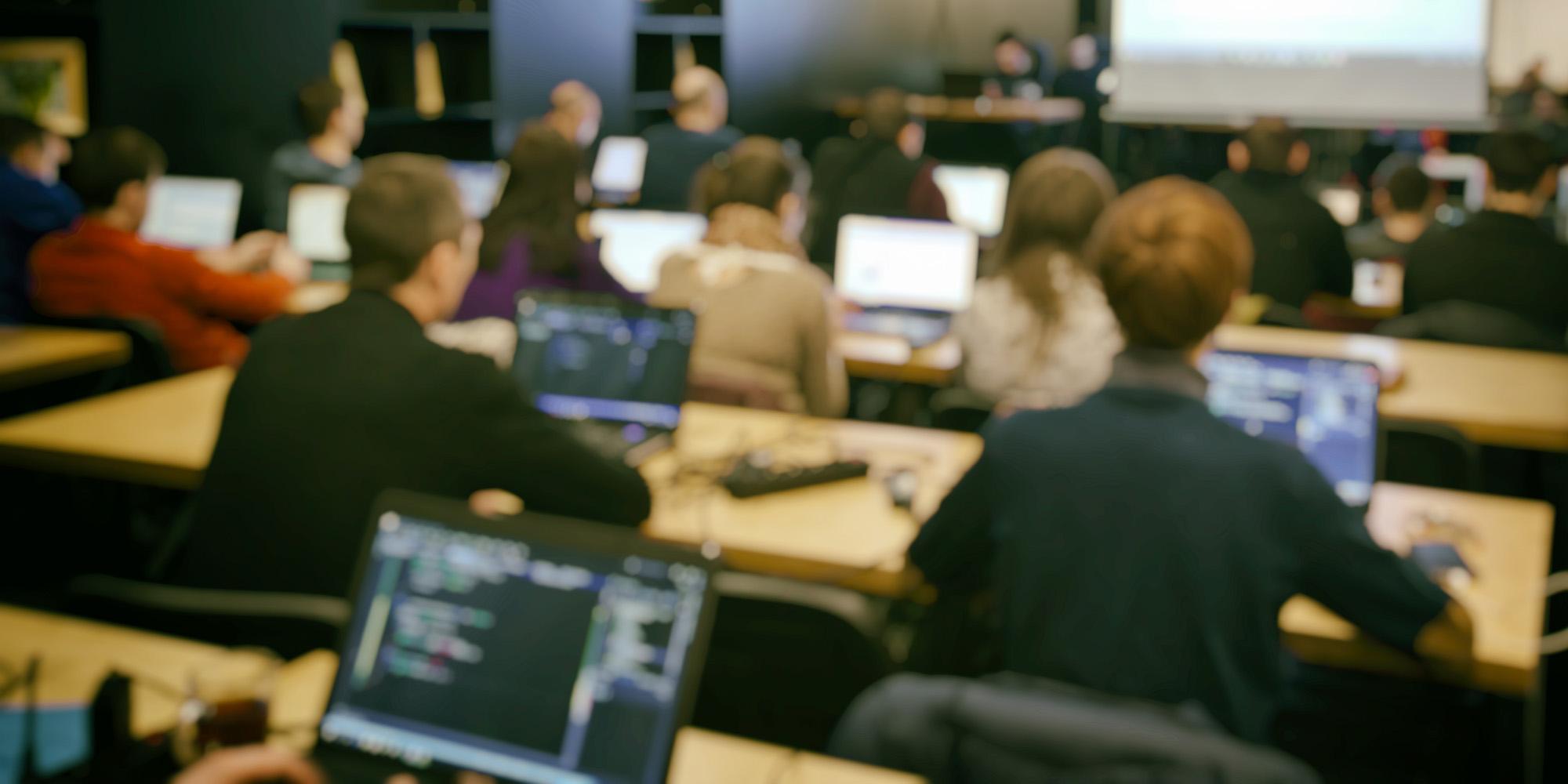 Община Бургас разширява подкрепата си за IT студентите на Бургас